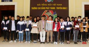 Học sinh VOVedu hệ Văn hóa – Nghề nhận học bổng từ Vietnamobile
